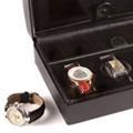 Коллекция Шкатулки для хранения часов 20 наименований стоимостью от 4800 до 23500 руб. Обратив внимание на шкатулки для хранения часов от Beco, вы отметите их изящную простоту и сдержанную элегантность. Есть моменты, когда не стоит привлекать внимание: скромный внешний вид и отменное качество коробки для хранения часов  – выбор уверенных и самодостаточных. Сделайте подарок любимому: шкатулка для наручных часов Beco – это минимум декора компактность и функциональность.