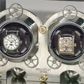 Коллекция Эксклюзивные шкатулки для часов 17 наименований стоимостью от 100000 до 10999000 руб. В коллекции шкафов и шкатулок для подзавода часов от Erwin Sattler каждая модель эксклюзивна.  Прочный корпус  из ценных пород дерева, надежный и точный механизм, USB-порт, дистанционное управление.  Благодаря высокому качеству и точности такая шкатулка — идеальное место хранения механических часов. Любая из этих роскошных шкатулок станет изюминкой интерьера. Особенно интересна модель TROJA: точность маятниковых часов Classica Secunda уже стала легендарной, а название модели оправдывает тайник в задней части корпуса.
