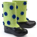 Коллекция Валенки 51 наименование стоимостью от 650 до 6890 руб. Дизайнерские валенки ручной работы – оригинальный эксклюзивный подарок. Исконно русская обувь снова в моде! И это замечательно, ведь валенки – это теплая и удобная зимняя обувь, в которой не страшен и тридцатиградусный мороз. А талантливые дизайнеры сделали валенки не только теплыми, но и красивыми. Модные валенки отлично сочетаются с зимней одеждой, смотрятся оригинально и красиво. Создайте отличное зимнее настроение – подарите другу красивые валенки ручной работы.
