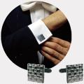 Коллекция Запонки и заколки для галстука 75 наименований стоимостью от 2890 до 20049 руб. Вопреки расхожему мнению, продукция дома моды  Nina Ricci адресована не только прекрасной половине человечества. Сильный пол также не остался обделенным вниманием со стороны дизайнеров этого старейшего бренда. Ассортимент аксессуаров для мужчин как минимум впечатляет. Тут и оригинальные запонки самой разной формы с богато декорированными элементами, которые благополучно работают на создание праздничного настроения, и элегантные заколки для галстуков, простые и позолоченные, с замечательными карбоновыми вставками – все эти мелочи приобретут истинную важность в нужный момент и станут отличным дополнением к вашему костюму. Дорогие аксессуары для тех мужчин, кто ценит лучшее, не выпадает из временного контекста и стремится приобщиться к выбору миллионов.