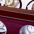 Коллекция Шкатулки для автоподзавода часов 37 наименований стоимостью от 7200 до 38600 руб. В коллекции бюджетных шкатулок для хранения и подзавода часов SMARTWINDER можно подобрать бокс для часов соответствующий любым потребностям: здесь есть различные по вместительности и габаритам модели с прозрачными дверцами и закрытые боксы для поздавода одних часов. Этот прекрасный подарок украсит интерьер и сэкономит массу времени  ценителю механических часов